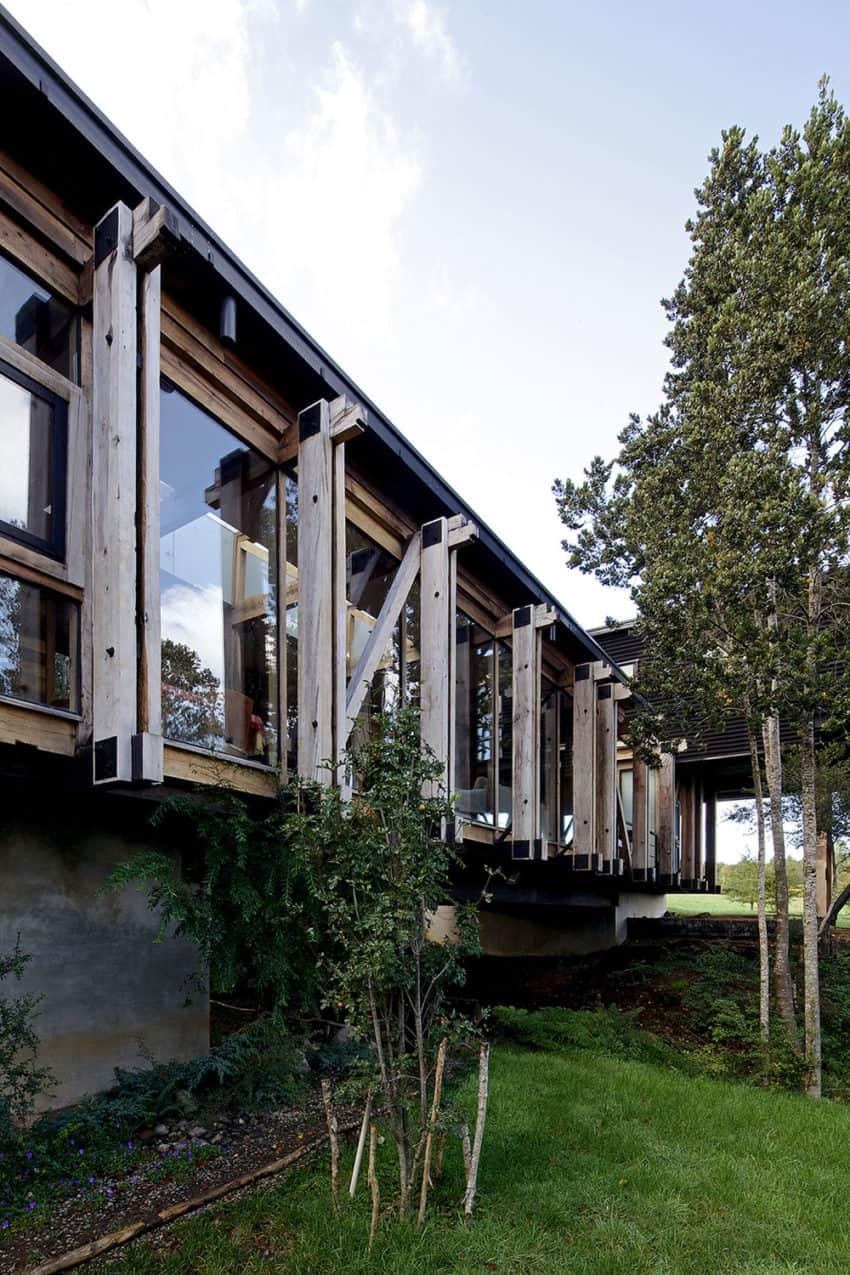 Casa Estero Puente by Aranguiz-Bunster Arquitectos (10)