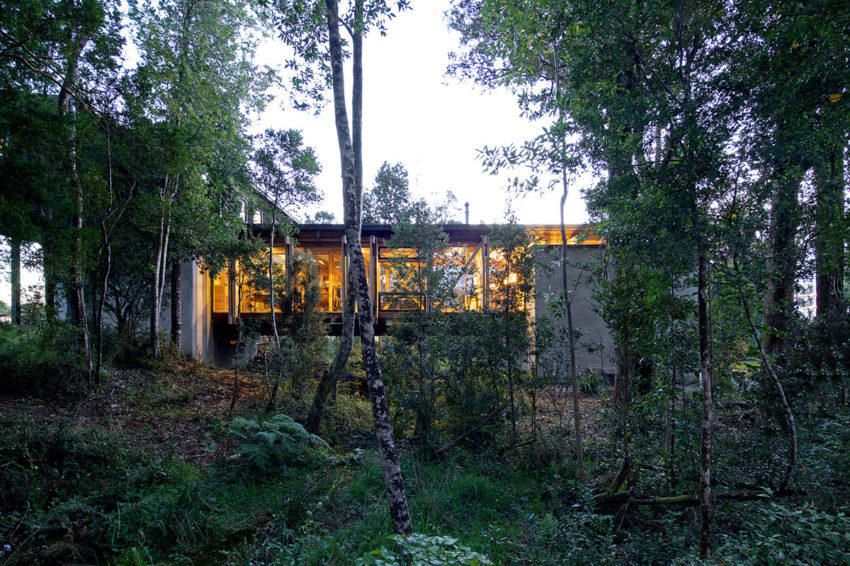 Casa Estero Puente by Aranguiz-Bunster Arquitectos (18)