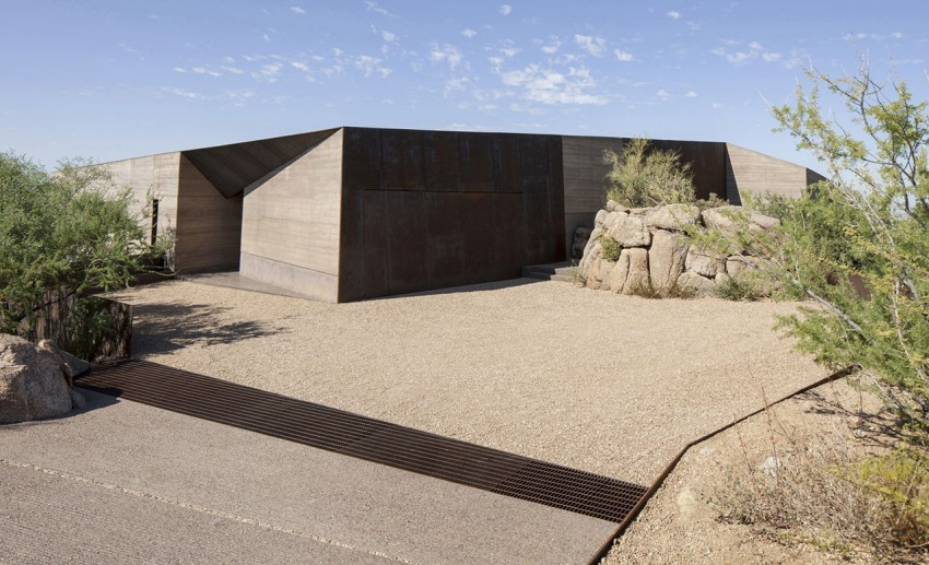 Desert Courtyard House by Wendell Burnette Architects (10)