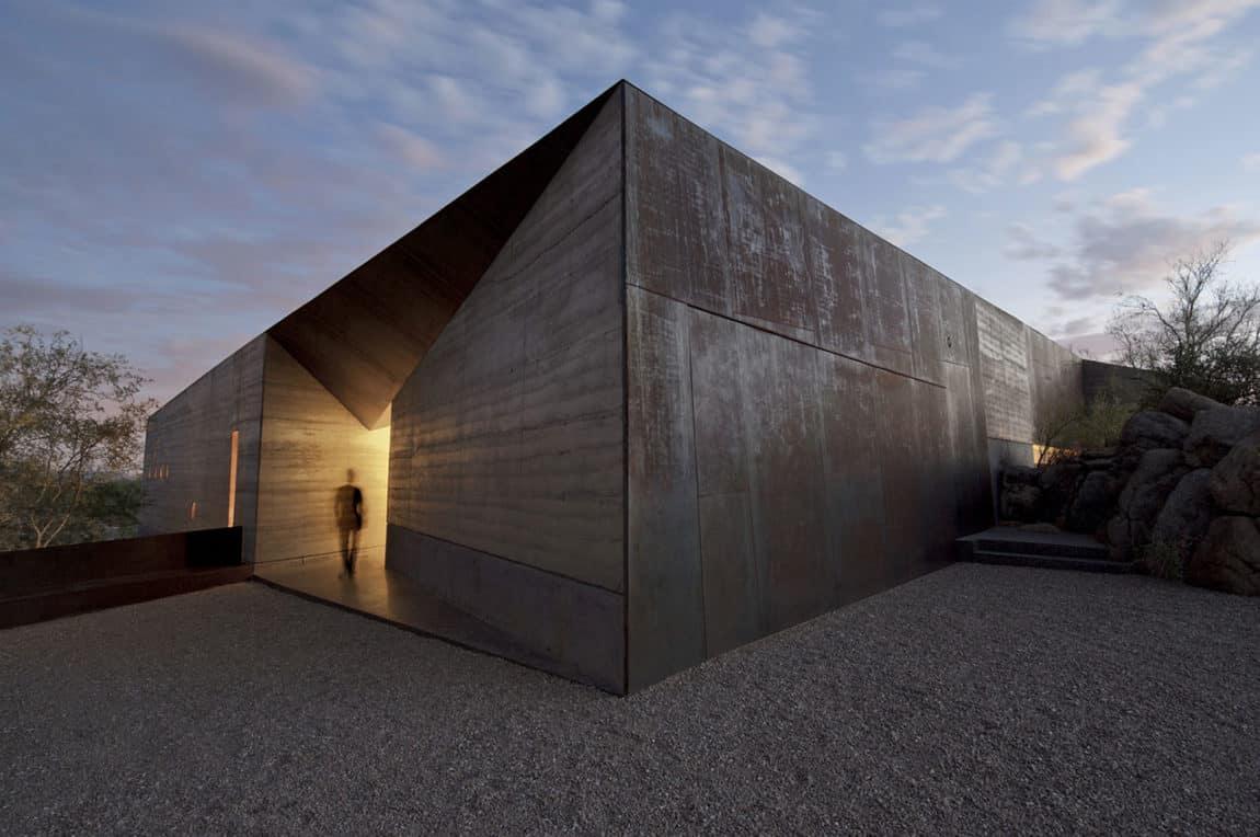 Desert Courtyard House by Wendell Burnette Architects (11)