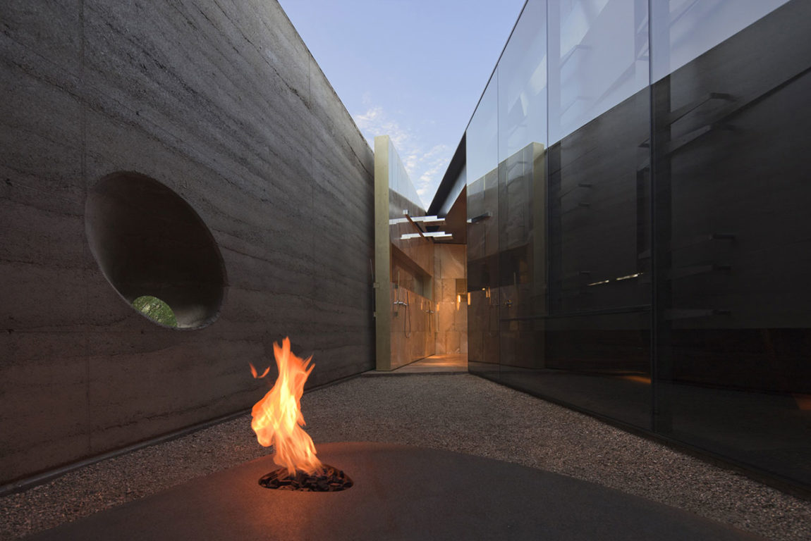 Desert Courtyard House by Wendell Burnette Architects (13)