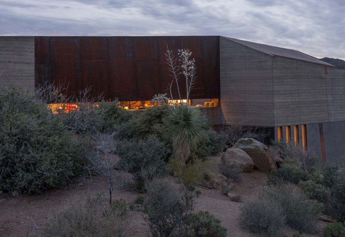 Desert Courtyard House by Wendell Burnette Architects (21)