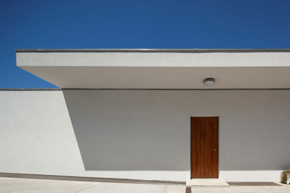 House in a Wall by Sérgio Koch (1)