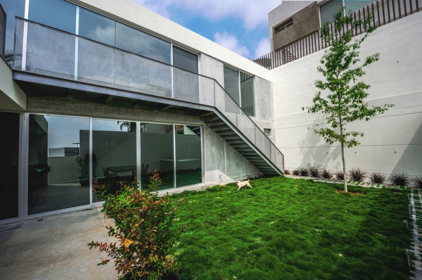 Ipe House by P+0 Arquitectura (3)