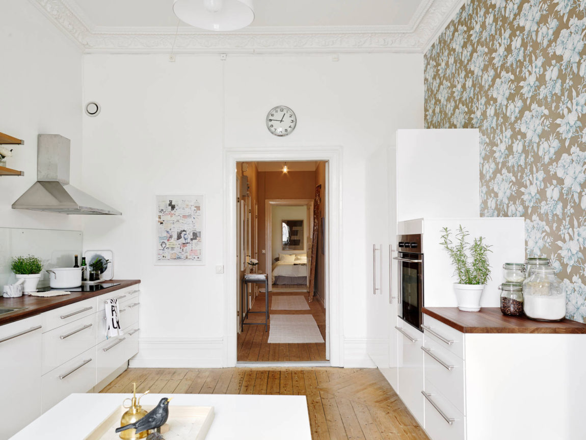 Spacious Apartment Overlooking Skansen Kronan (14)