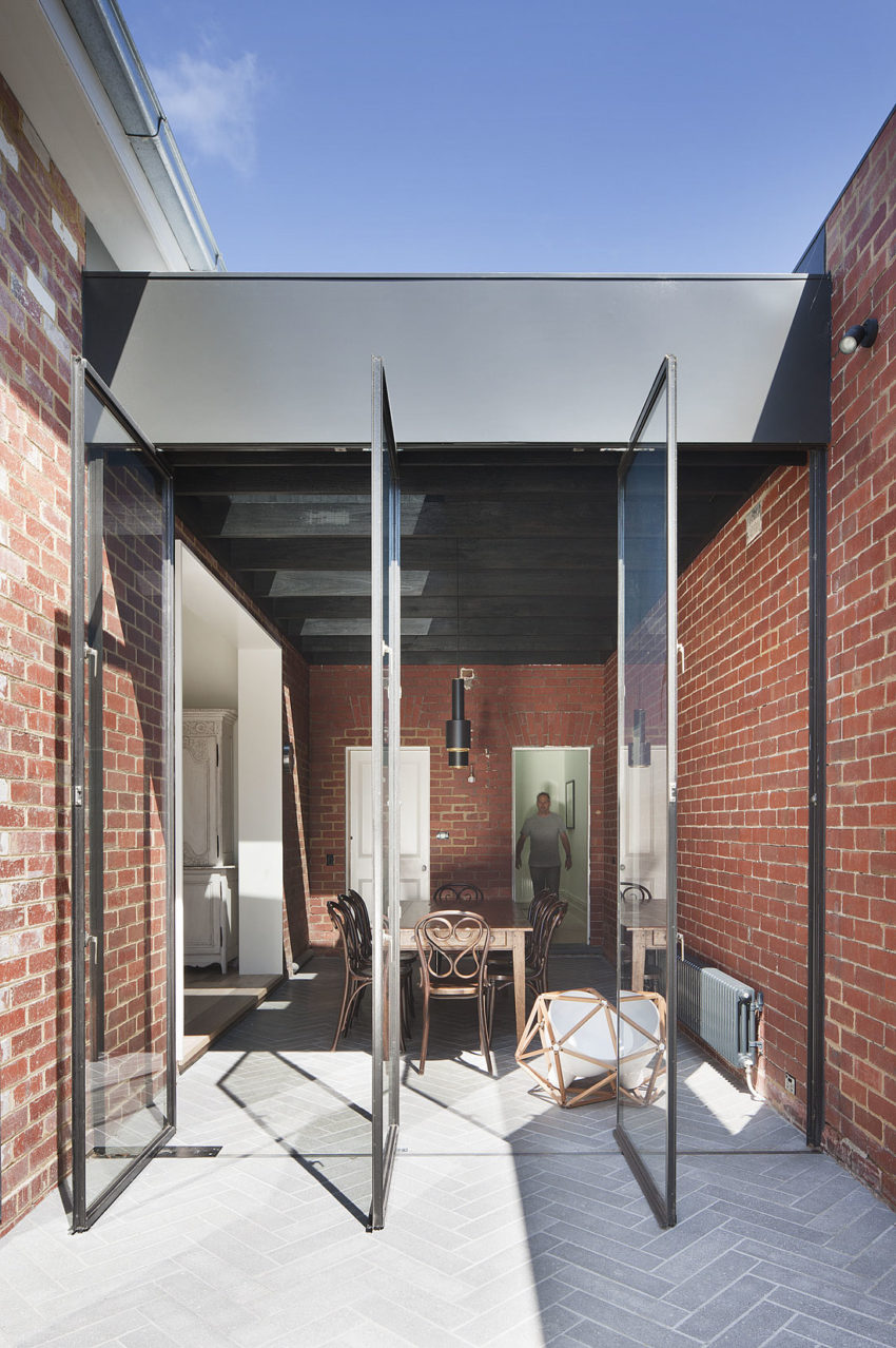 St Kilda East House by Clare Cousins Architects (1)