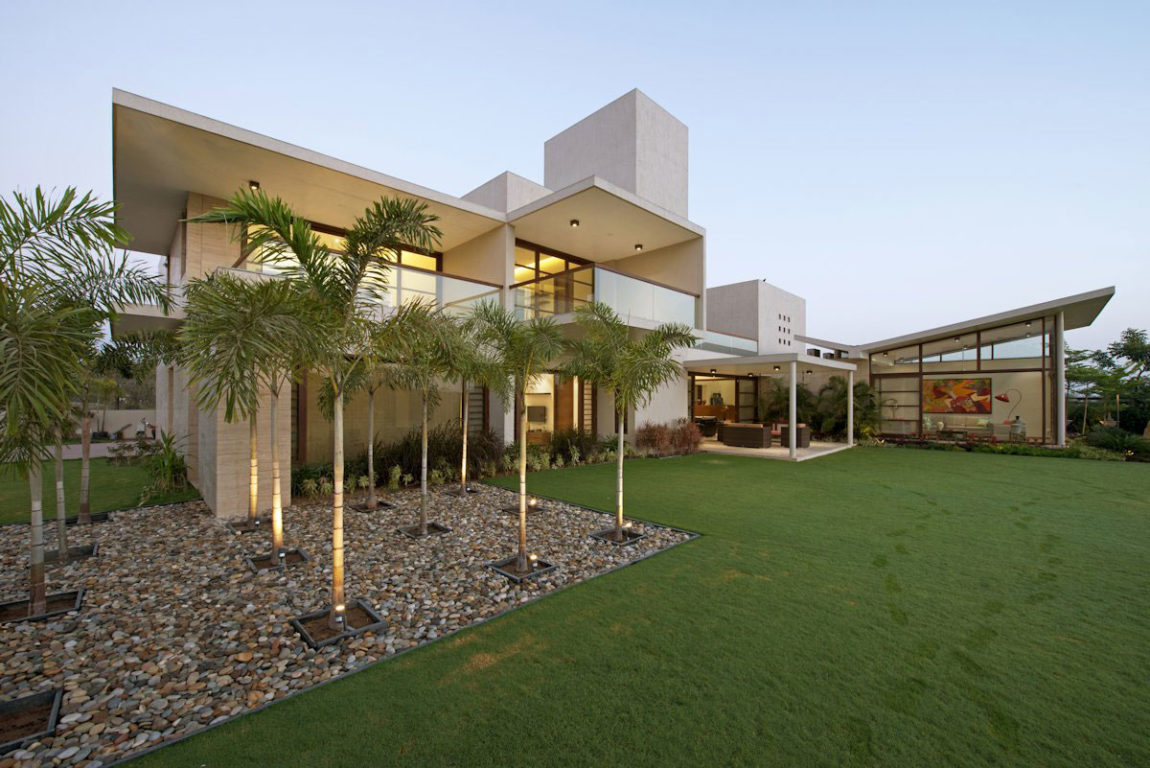 The Urbane House by Hiren Patel Architects (1)