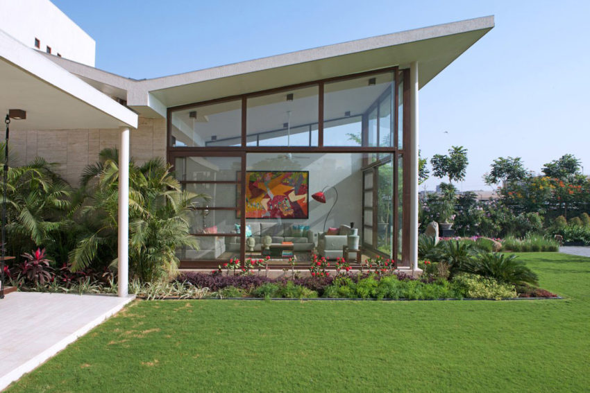 The Urbane House by Hiren Patel Architects (3)