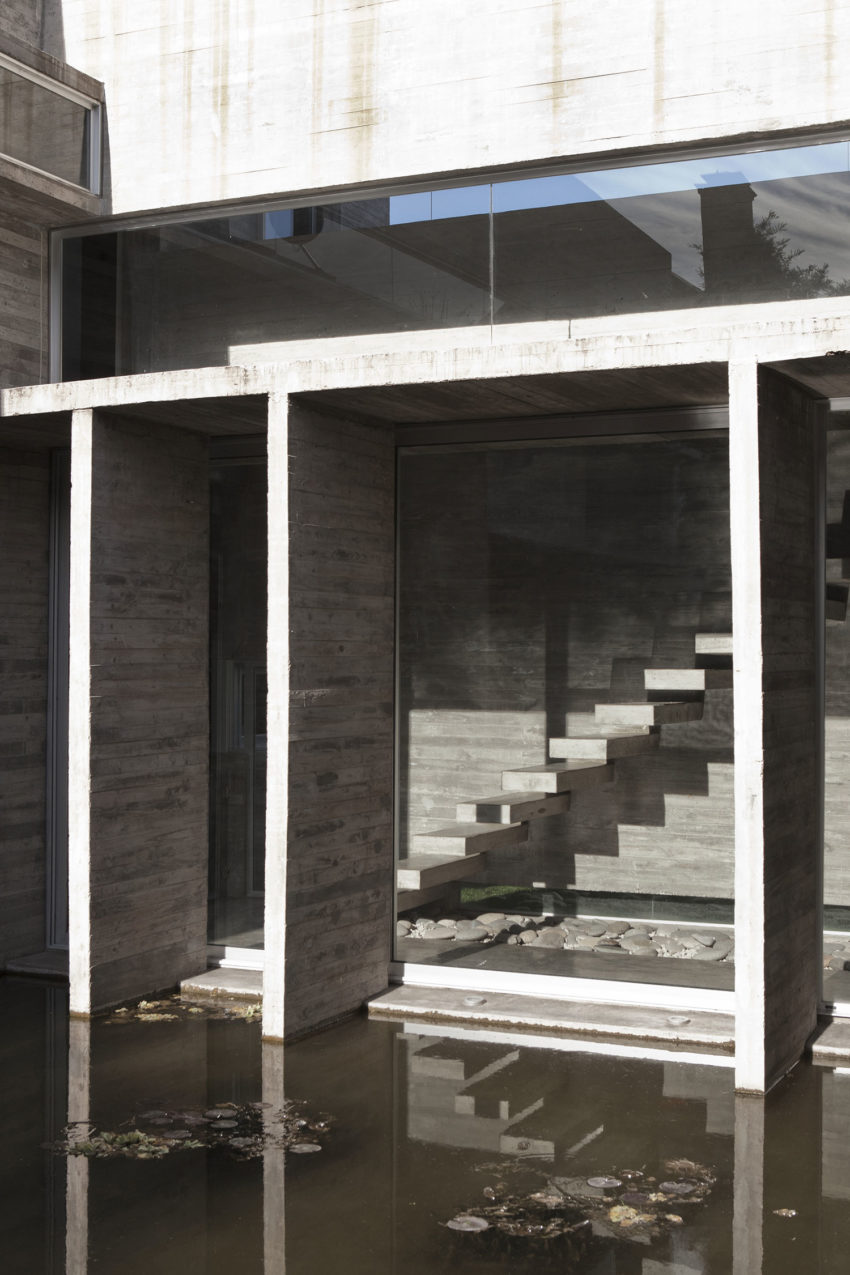 Torcuato House by BAK arquitectos (15)