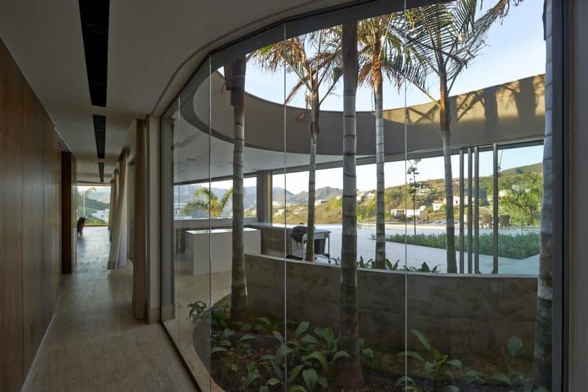 Vale dos Cristais Residence 6 by Anastasia Arquitetos (12)