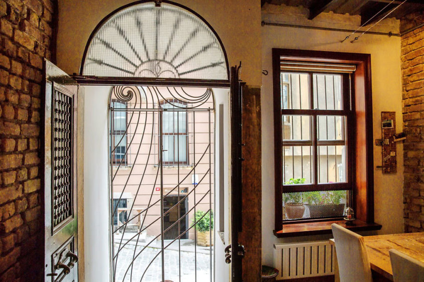 A Duplex in a Historic Building in Istanbul (2)