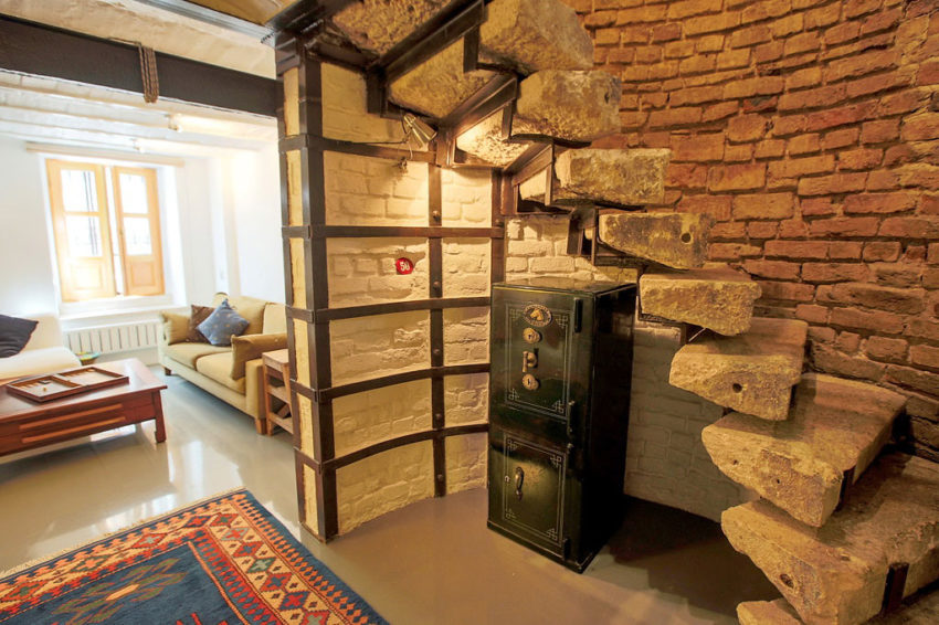 A Duplex in a Historic Building in Istanbul (3)