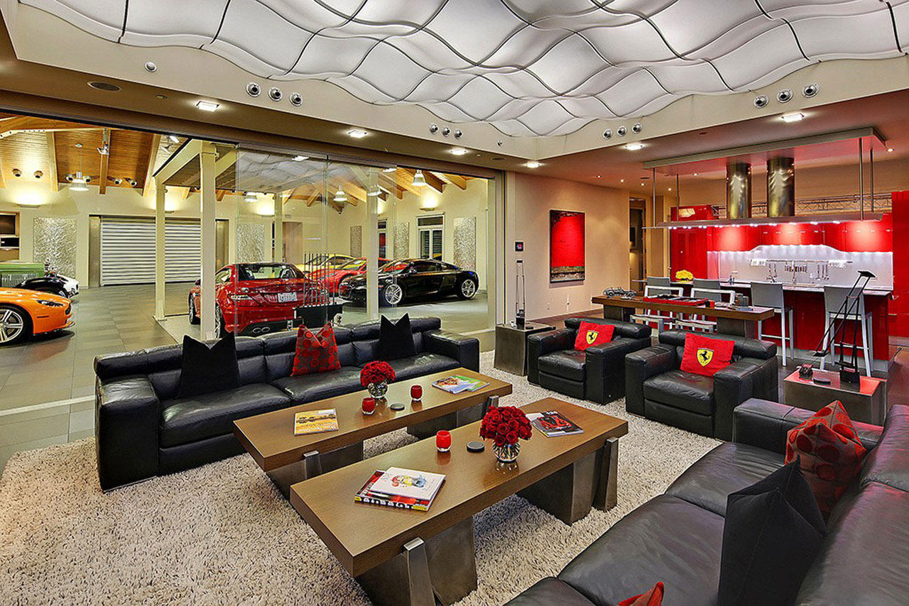 A home with a 16 car garage for Garage best auto