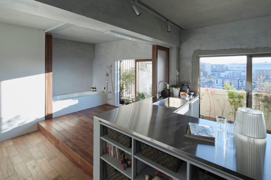 Bath Kitchen House by Takeshi Shikauchi Architect Office (7)