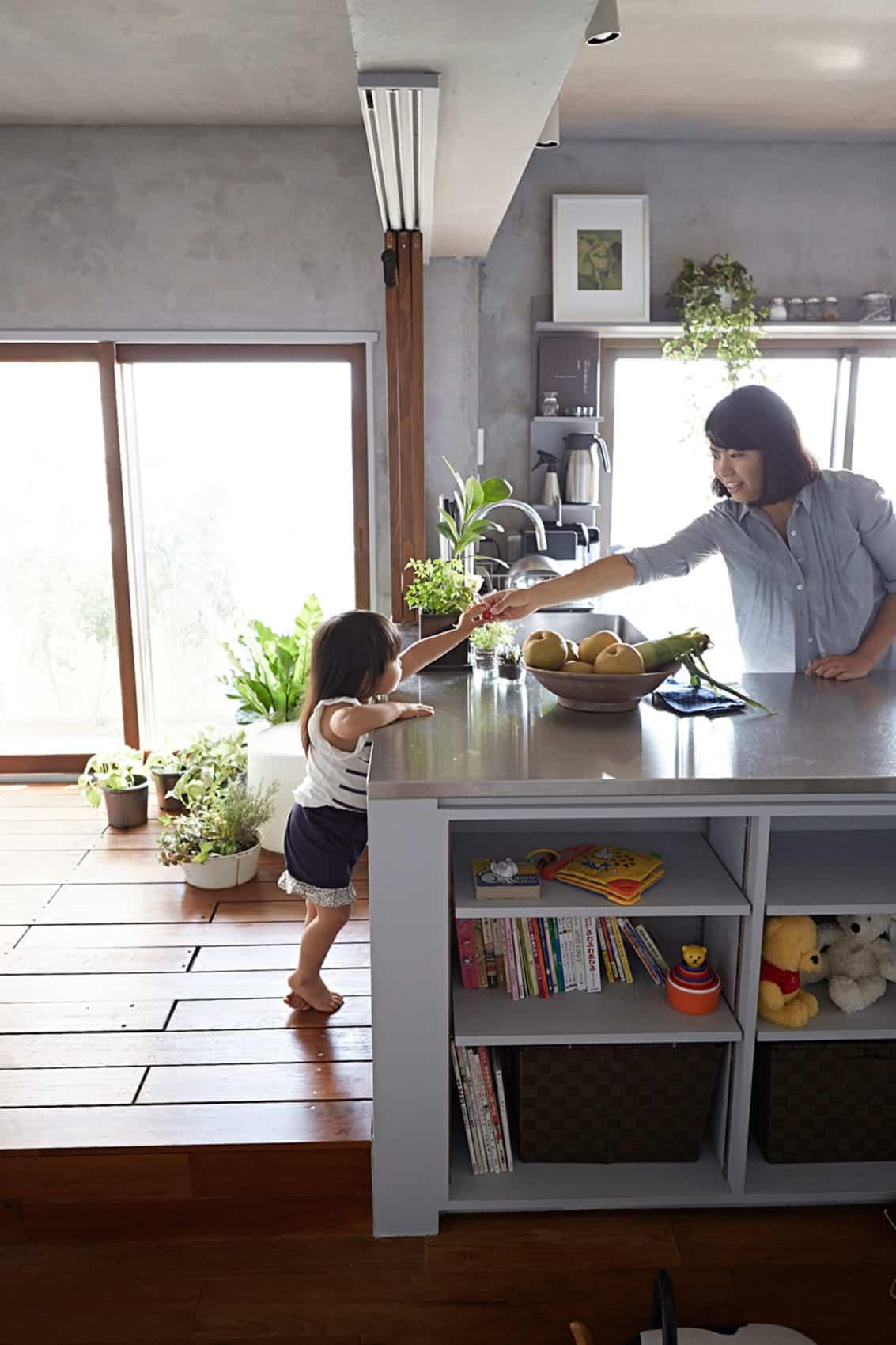 Bath Kitchen House by Takeshi Shikauchi Architect Office (8)