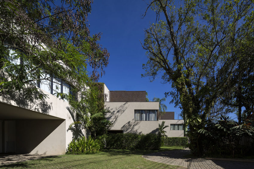 Four Houses in Baleia by Studio Arthur Casas (3)