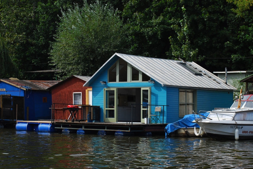 Houseboat by Mjölk Architekti (2)