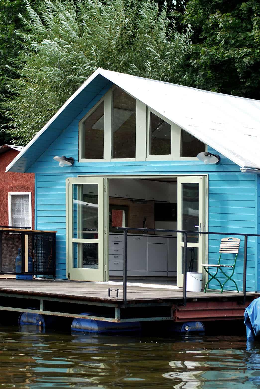 Houseboat by Mjölk Architekti (3)