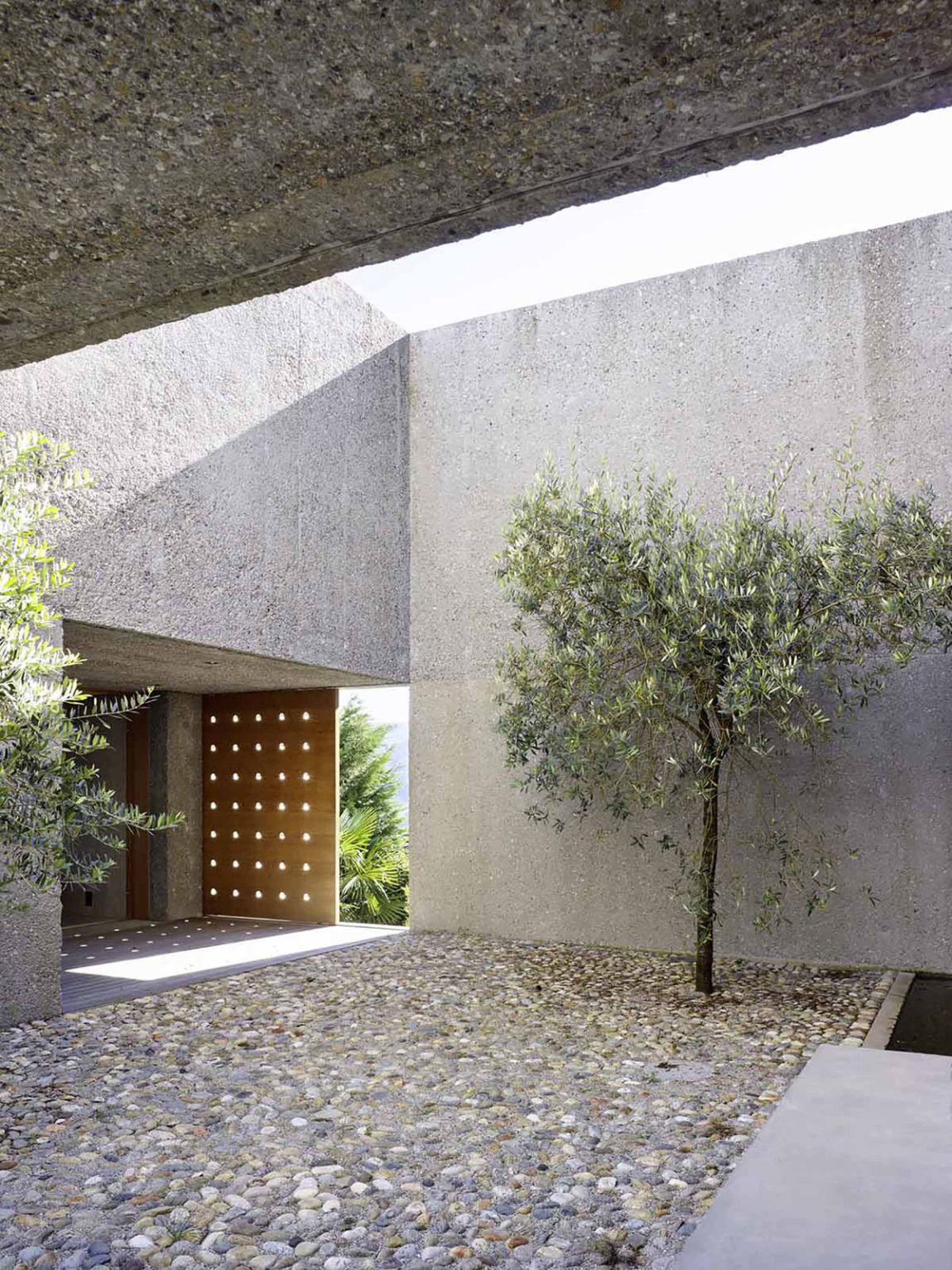 House in Brissago by Wespi de Meuron Romeo architects (4)