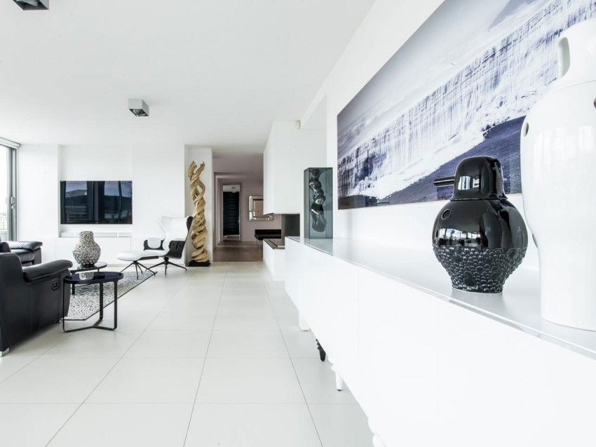 Modern Penthouse with a View (2)