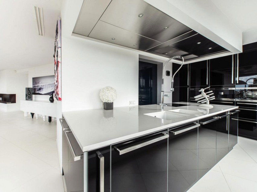 Modern Penthouse with a View (8)