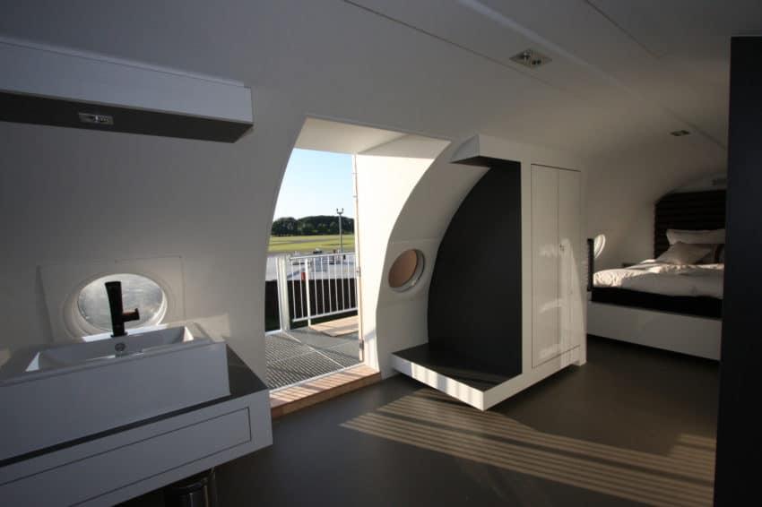 Airplane Suite (6)