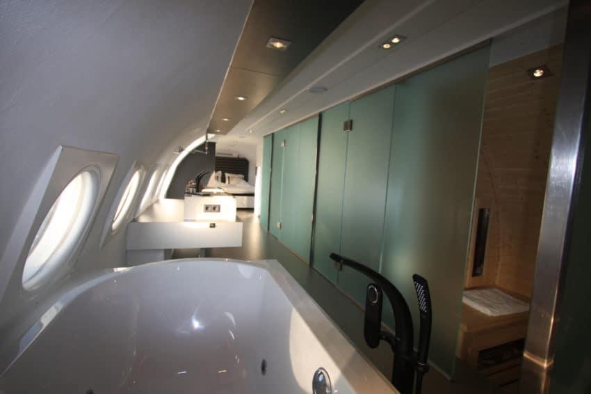 Airplane Suite (13)