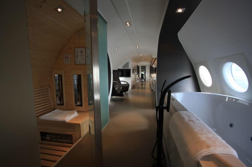 Airplane Suite (14)