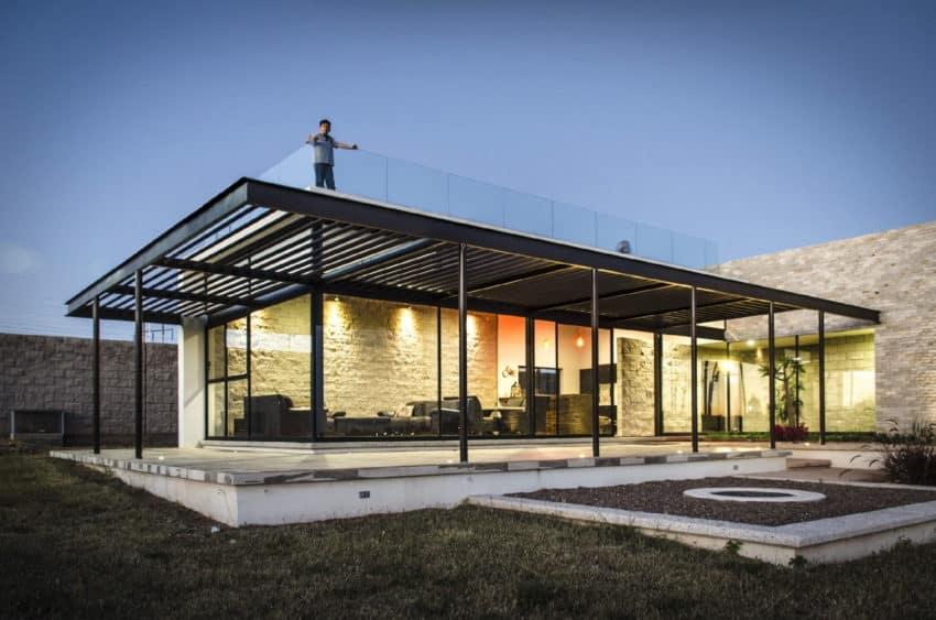 Casa La Tomatina by Plastik Arquitectos (15)