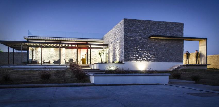 Casa La Tomatina by Plastik Arquitectos (17)