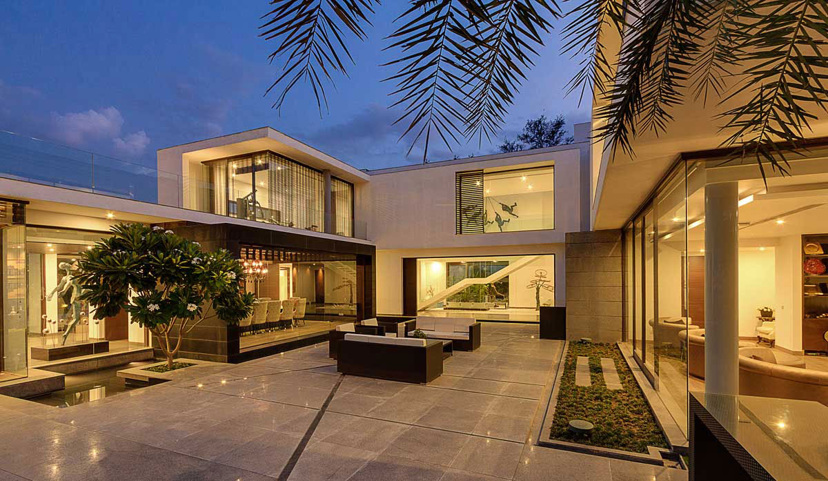Center Court Villa by DADA Partners