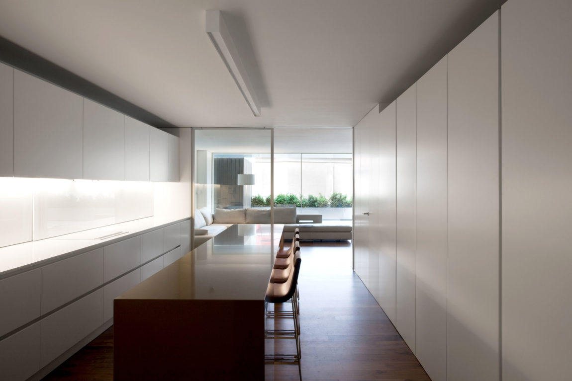House Built Into the City by Fran Silvestre Arquitectos (3)