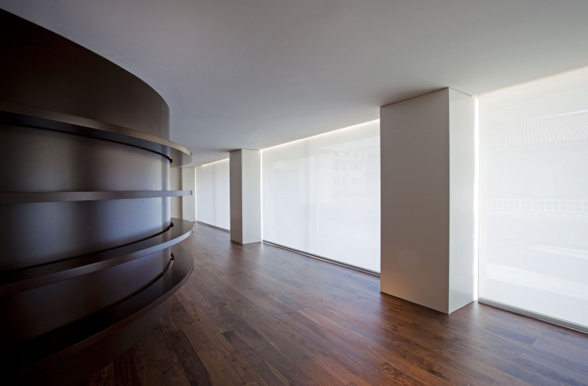 House Built Into the City by Fran Silvestre Arquitectos (4)