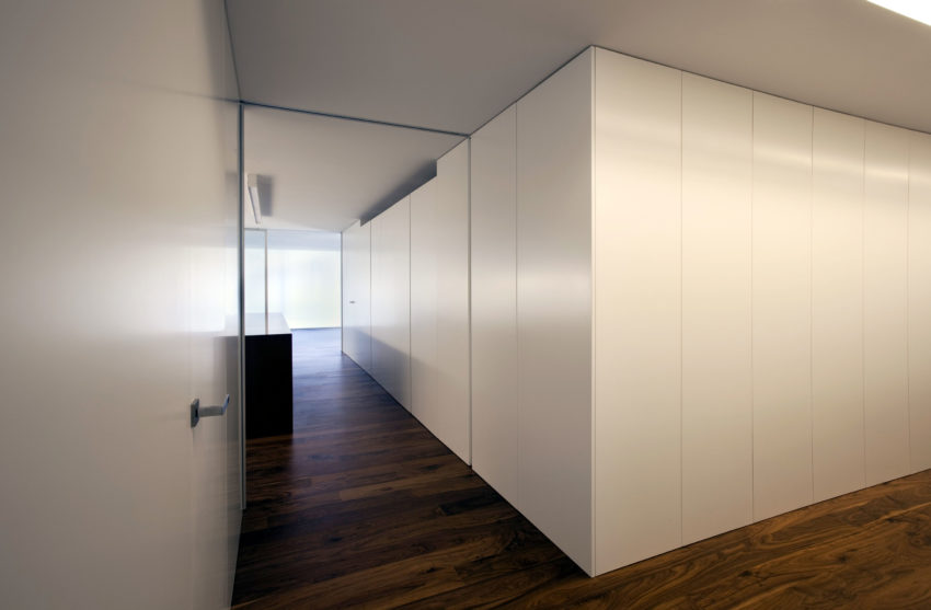 House Built Into the City by Fran Silvestre Arquitectos (5)