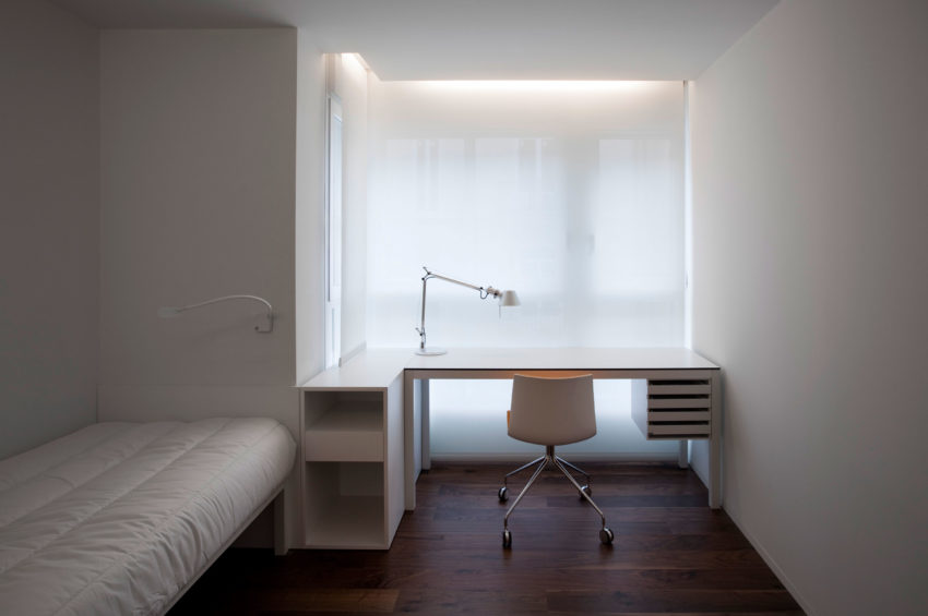 House Built Into the City by Fran Silvestre Arquitectos (7)