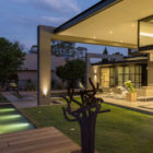 House Sar by Nico van der Meulen Architects (37)