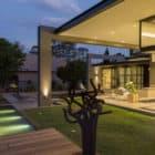 House Sar by Nico van der Meulen Architects (37)