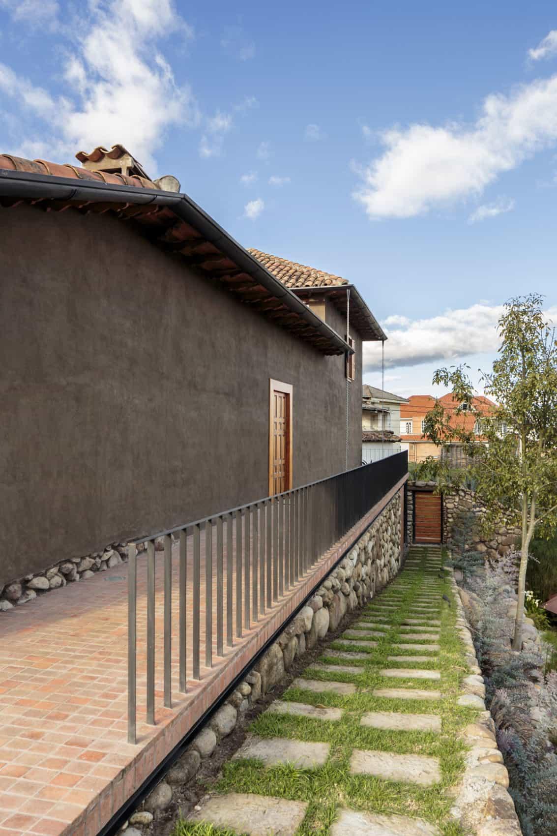 Loma House by Iván Andrés Quizhpe (3)