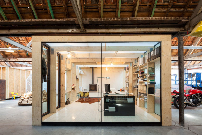Office Space in Former Factory by Julie D'Aubioul (7)