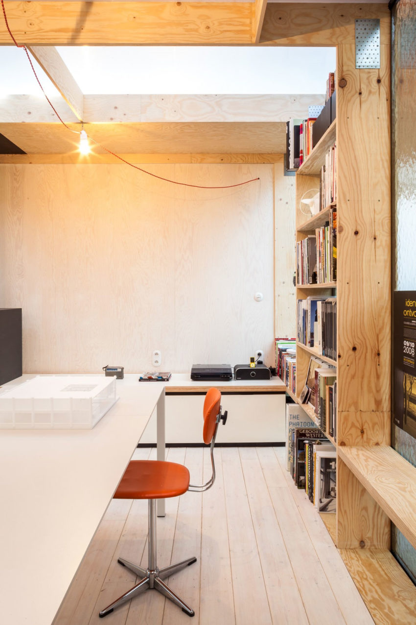 Office Space in Former Factory by Julie D'Aubioul (11)