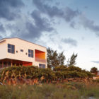 Seagrape House by Traction Architecture (1)