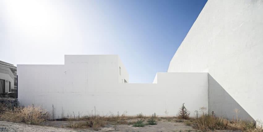 Single Family House with Garden by DTR_Studio Arquitectos (2)