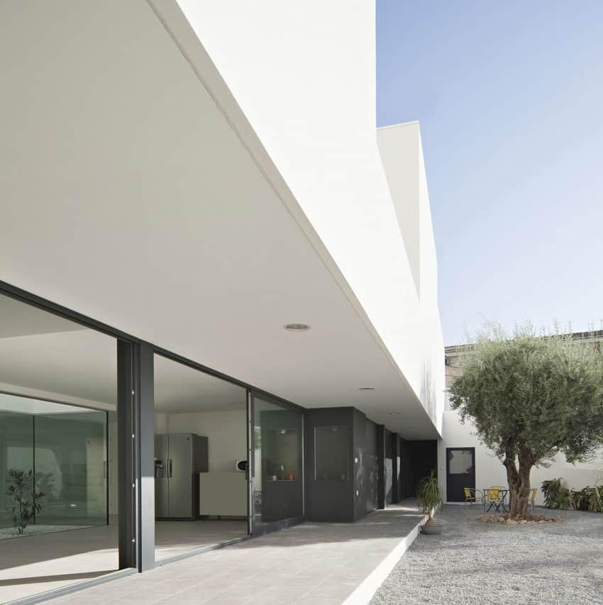 Single Family House with Garden by DTR_Studio Arquitectos (4)