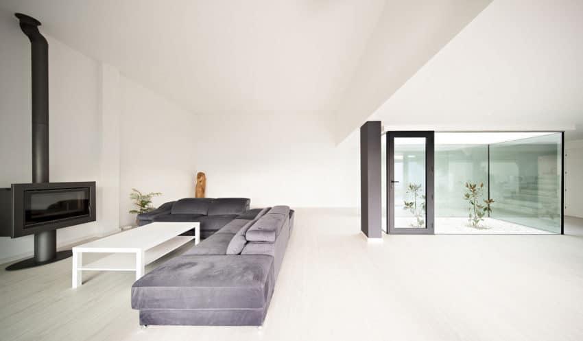 Single Family House with Garden by DTR_Studio Arquitectos (7)