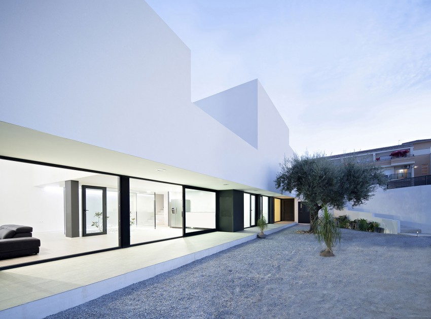 Single Family House with Garden by DTR_Studio Arquitectos (10)