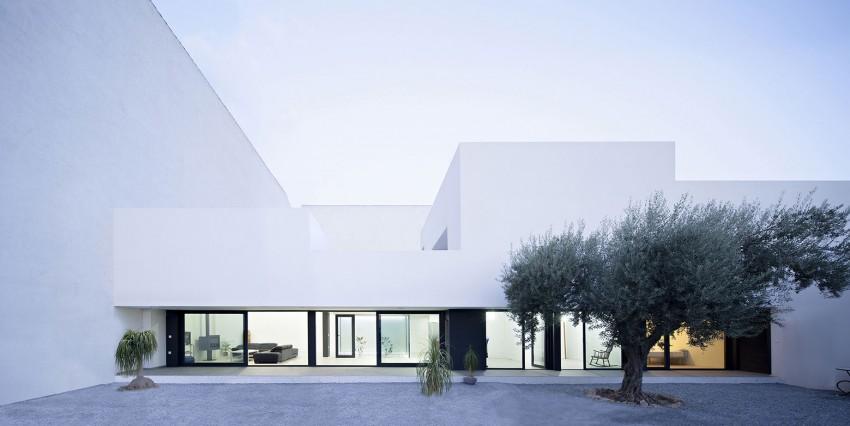 Single Family House with Garden by DTR_Studio Arquitectos (11)
