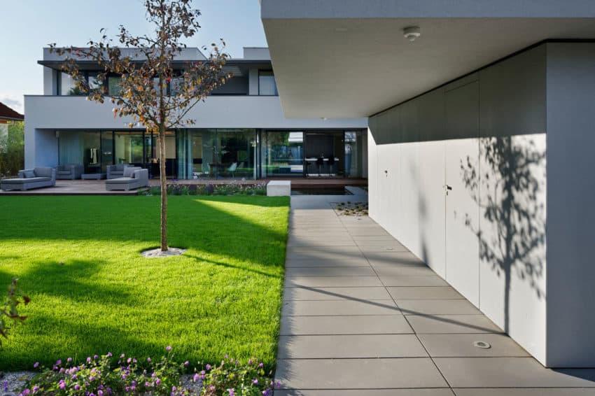 Villa Pruhonice by Jestico + Whiles (5)