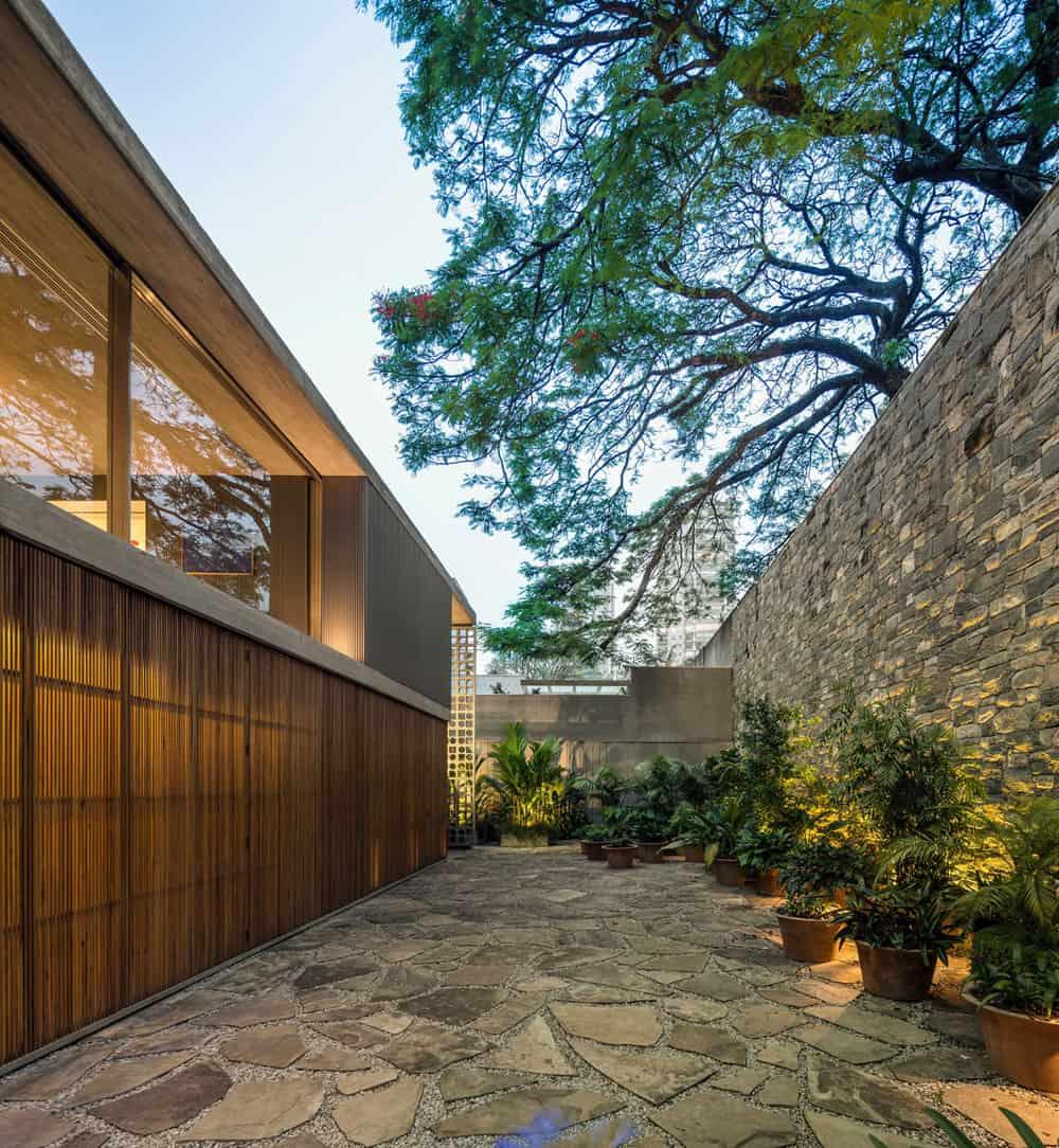 B+B House by studio mk27 & Galeria Arquitetos (30)