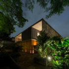 B+B House by studio mk27 & Galeria Arquitetos (32)
