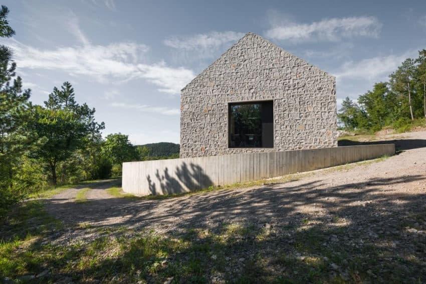 Compact Karst House by dekleva gregorič arhitekti (1)